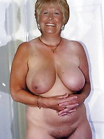 Aged mommies posing fully nude